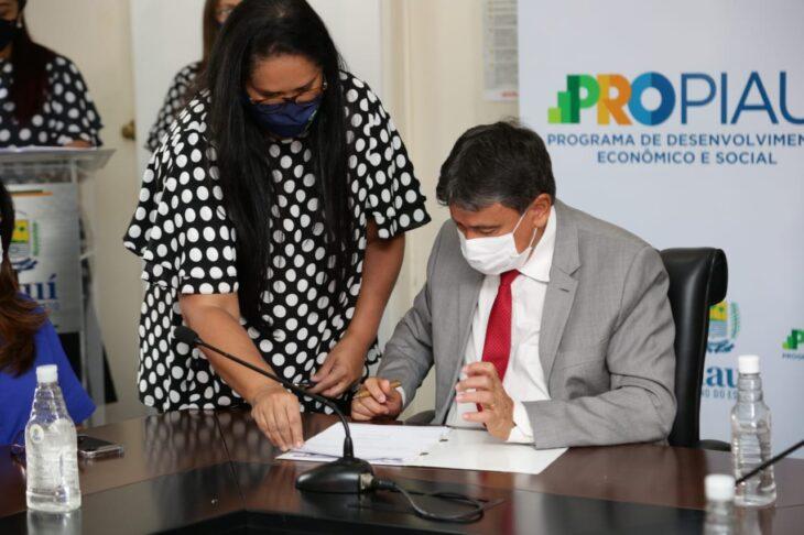 WhatsApp Image 2021 01 15 at 12.25.33 3 Piauí inicia distribuição de insumos para vacinação contra a Covid em municípios