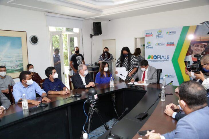WhatsApp Image 2021 01 15 at 12.25.34 1 Piauí inicia distribuição de insumos para vacinação contra a Covid em municípios