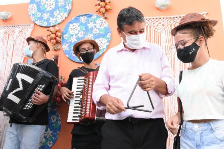 agenda em SRN cultura 2 Governador entrega títulos de posse a famílias de São Raimundo Nonato