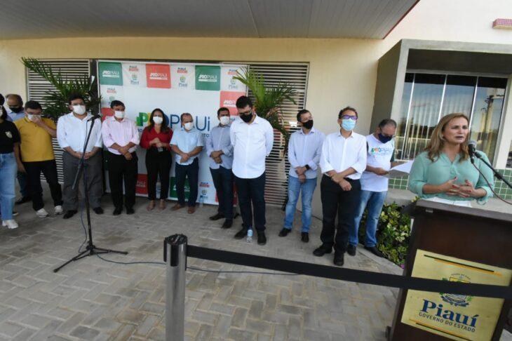 agenda em srn discursos 11 Governador entrega títulos de posse a famílias de São Raimundo Nonato