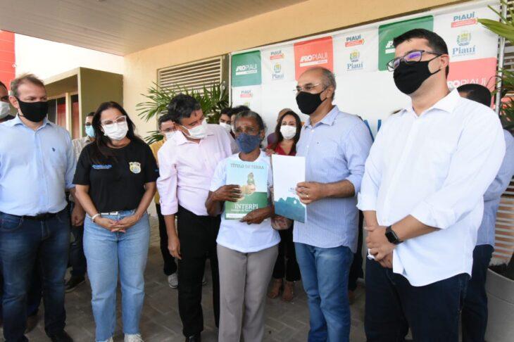 agenda em srn discursos 16 Governador entrega títulos de posse a famílias de São Raimundo Nonato