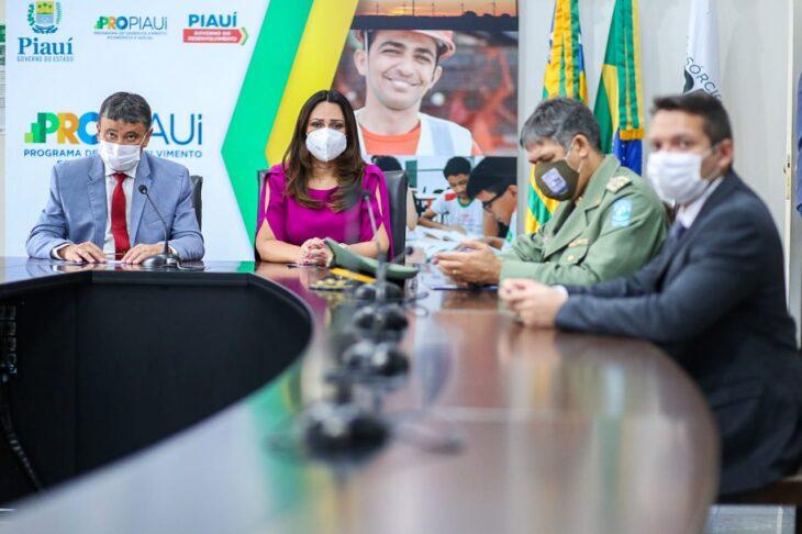 celebra%C3%A7%C3%A3o religiosa 10 Governador entrega medalhas por ocasião do 198º aniversário da adesão do Piauí à Independência