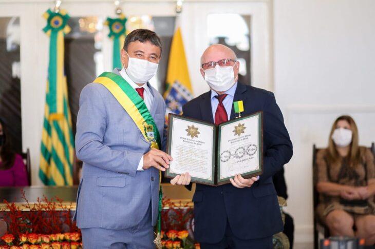 entrega de medalhas 13 Governador entrega medalhas por ocasião do 198º aniversário da adesão do Piauí à Independência