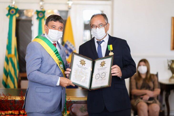 entrega de medalhas 21 Governador entrega medalhas por ocasião do 198º aniversário da adesão do Piauí à Independência