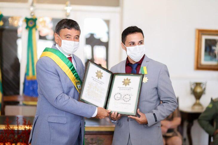 entrega de medalhas 24 Governador entrega medalhas por ocasião do 198º aniversário da adesão do Piauí à Independência