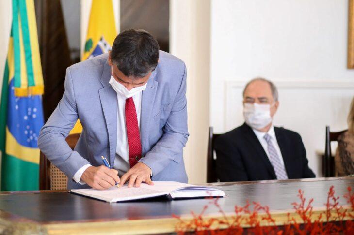 entrega de medalhas 30 Governador entrega medalhas por ocasião do 198º aniversário da adesão do Piauí à Independência