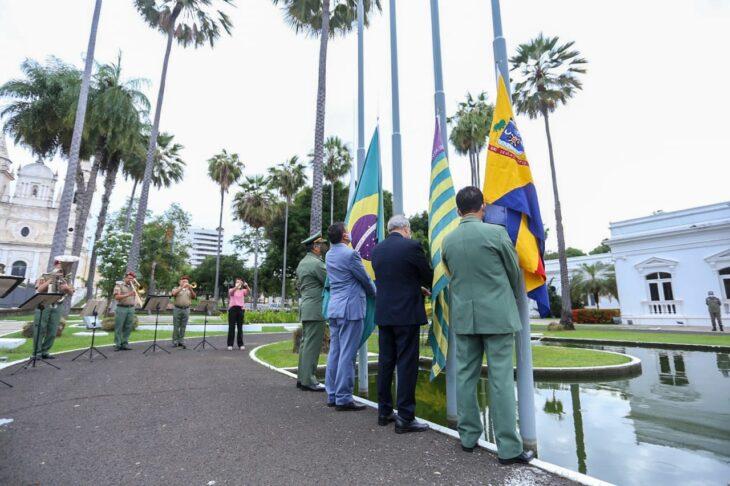 hateamento bandeira 11 Governador entrega medalhas por ocasião do 198º aniversário da adesão do Piauí à Independência