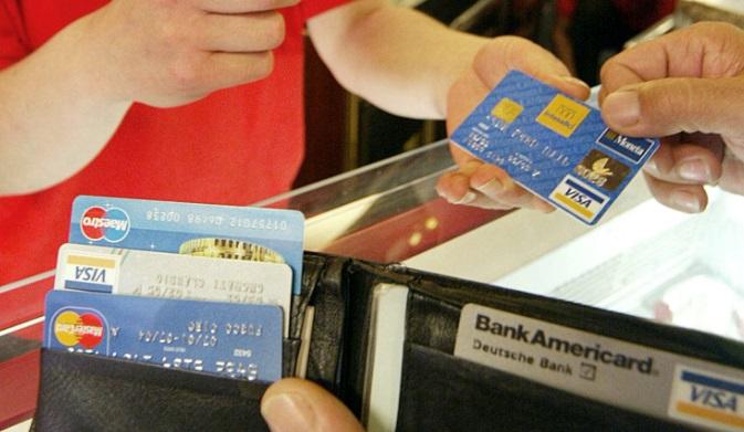 Quello che devi sapere quando paghi con il bancomat o con la carta di credito.
