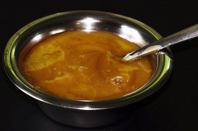 Cos'è il miele di Manuka che uccide i batteri, cura le ferite e fa bene all'intestino