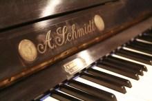 Schmidt piano