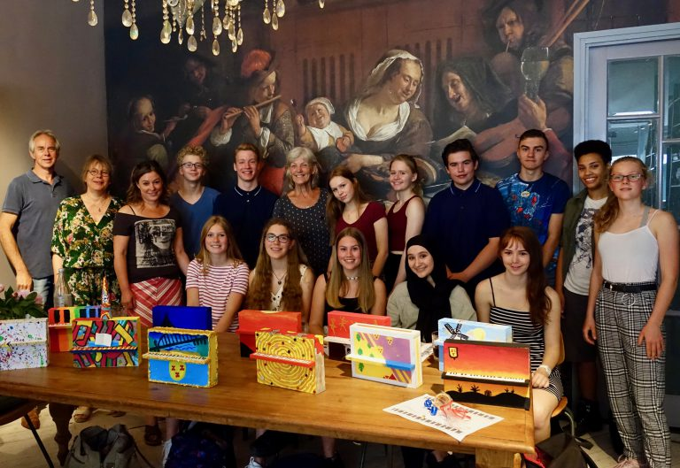 Kunstpiano persfoto pianowedstrijd - leerlingen KWC jury en docent
