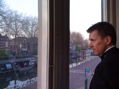Robert Bekkers waits for the Muziek en Amuses house concert on 17 April 2010