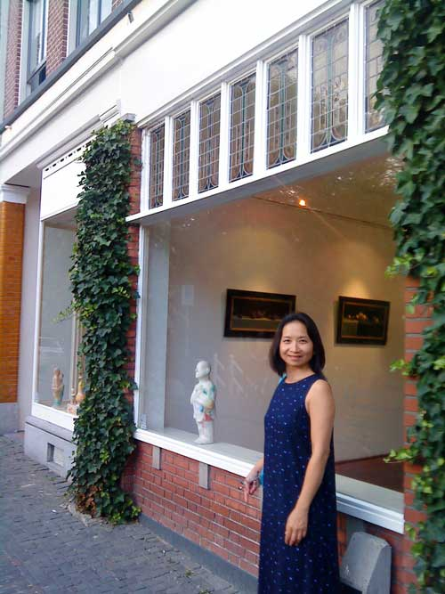 Anne Ku outside Gallerie Utrecht in the Netherlands, 13 July 2010