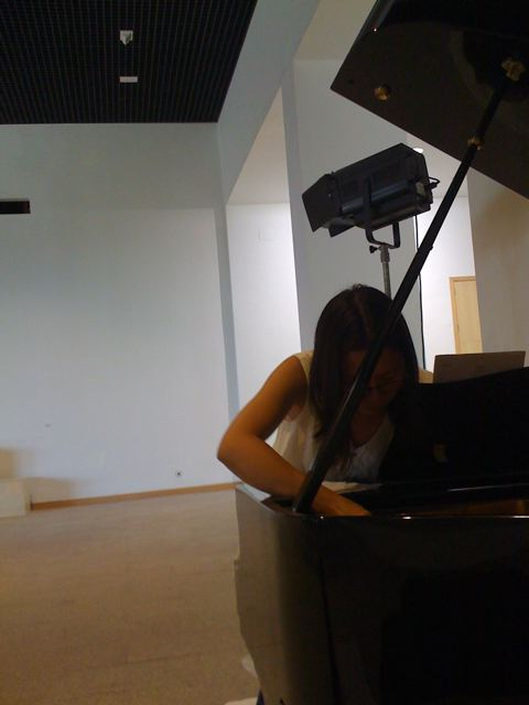 Preparing the grand piano for Lan Chee Lams Drizzle