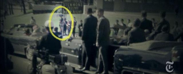 JFK e l'uomo con l'ombrello: quando la realtà è più strana di ogni fantasia