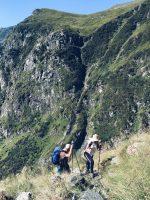 Echipa PiArt Vision în călătorie pe Vârful Moldoveanu - Mădălina Barbărasă și Călin Hera. Foto: Oana Ivan