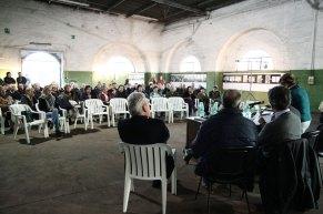 Il tavolo dei relatori e il pubblico