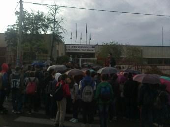 gli studenti in sciopero stamattina