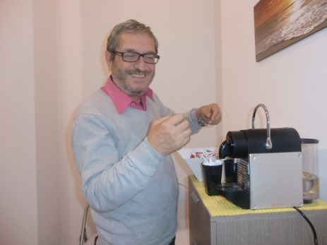 """il nostro corrispondente da Alezio Rocco Merenda inizia a preparare i caffè in """"Piazza""""!"""