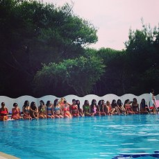 Miss Mondo Italis 2014. In piscina.