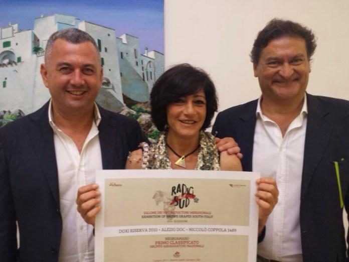 "Premio ""Radici 2014"". Da sx Giuseppe e Annarita Coppola e Giuseppe Leuzzi Pizzolante"
