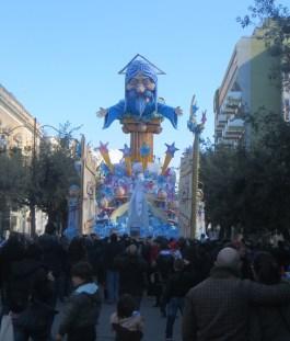 sfilata domenica mattina la folla osserva il meccanismo doi apertura e chiusura della porta del paradiso e l'esibizione (1)