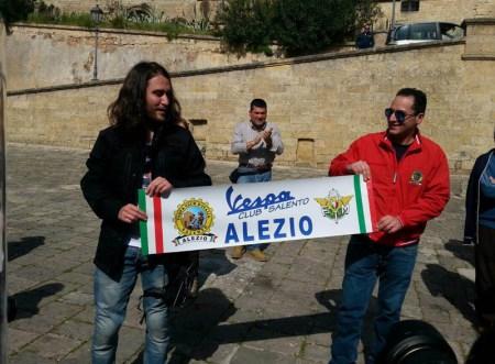 Davide Leopizzi e Antonio Magagnino, presidente di Vespa Club Alezio
