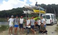 pronti per la partenza dopo aver caricato tutte le attrezzature e i kayak