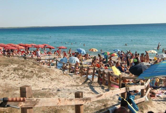 spiaggia libera con bagnanti gallipoli (4)