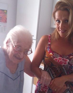 A sinistra, Antonia Caiffa con la nipote Luana