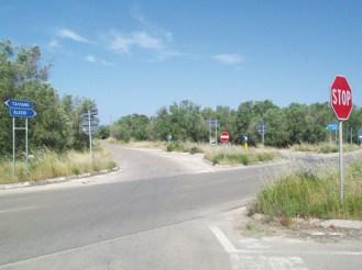 la strada Provinciale che collega Alezio e Taviano e che si interseca con la strada che da Matino porta a Gallipoli (zona alberghi)
