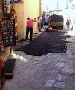 gallipoli-asfalto-su-basoli-dopo-ripristino-in-centro-storico