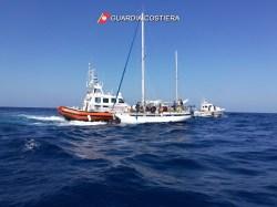 Migranti soccorsi al largo di Leuca (2)