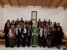 Don Antonio Schito e il coro della parrocchia di Sant'Antonio di Parabit...