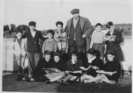 Il maestro Giorgio De Salve e i suoi alunni