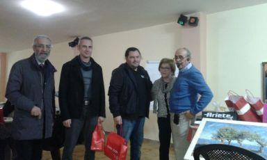 La squadra vincente del torneo insieme a Fiorentino Seclì e ai corrdinat...