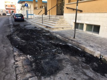 Auto incendiata - via Gramsci - Gallipoli (3)