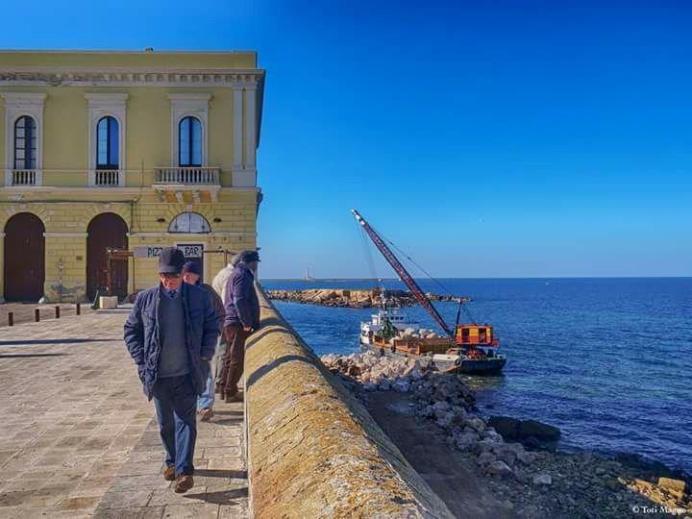lavori spiaggia Purità Gallipoli primi marzo '17