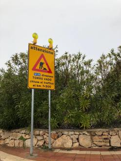 L'interruzione della strada litoranea nei pressi di San Gregorio