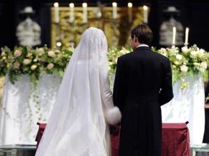74929aa0add3 Matrimonio in chiesa (foto d archvio)