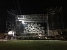 Le luminarie di Mariano Light sul palco di Melpignano