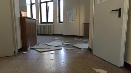 maglie, il contro-soffitto della scuola Principe di Piemonte