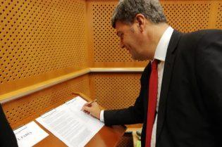 Stomeo firma la dichiarazione congiunta