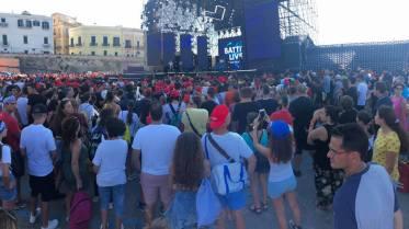 Gallipoli, il pubblico in attesa per Battiti live