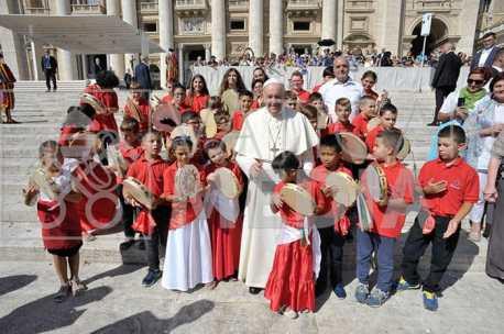 Uggiano i piccoli tambirellisti dal Papa