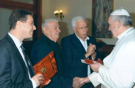 I fratelli Marcello e Trifone Bello e Giancarlo Piccinni salutano Papa Francesco