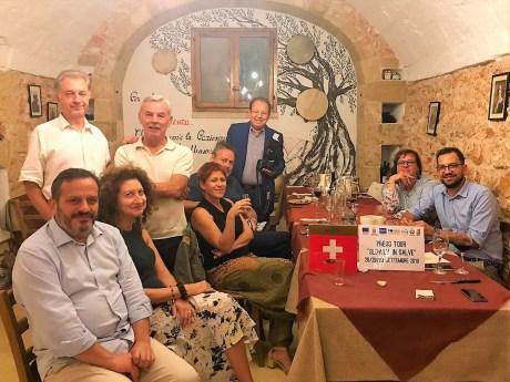 I giornalisti ospiti con il sindaco Villanova (a sinistra) e l'assessore De Giorgi (a destra)