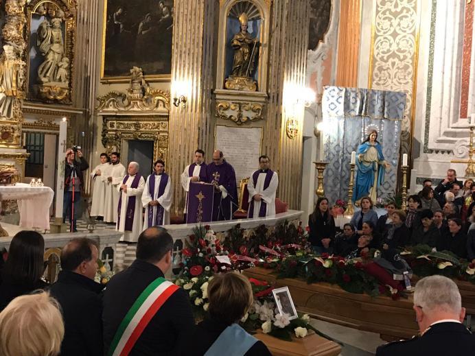 Galatone i funerali dei tre operai (6)