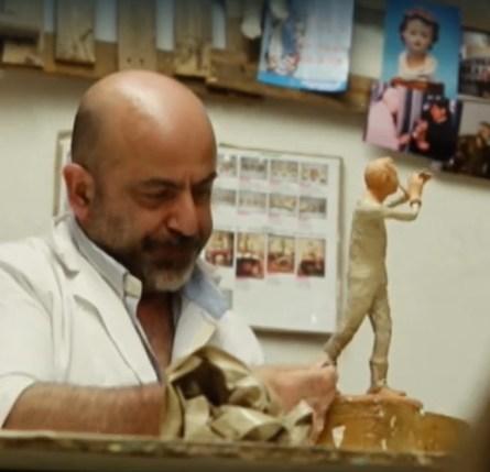 L'artigiano della cartapesta Claudio