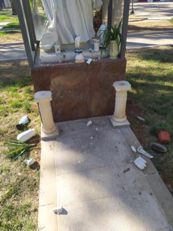 Taurisano La statua di Padre Pio danneggiata 2